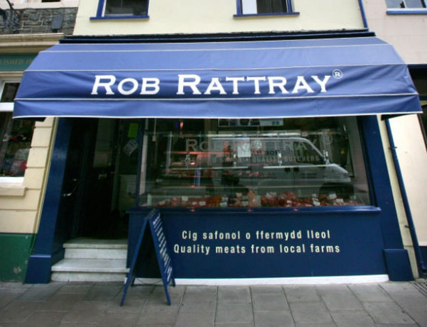 Lynda Bellingham shops at Rob Rattray's